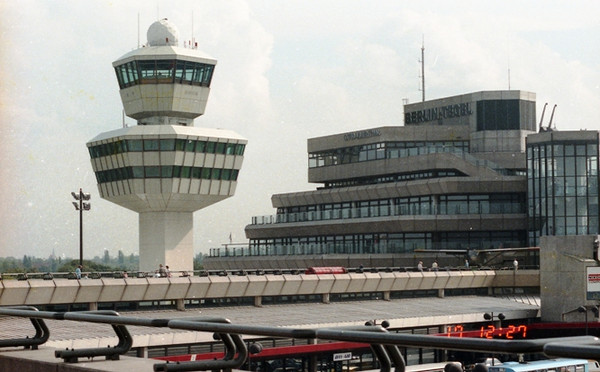 Control_tower_tegel_airport_890917_